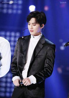 Suho - 161101 SBS Power FM 20th Anniversary Concert Credit: Cotton Blossom. (SBS 파워FM 20주년 콘서트)