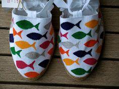 alpargatas pintadas - Buscar con Google Painted Canvas Shoes, Hand Painted Shoes, Fish Quilt, Sneaker Art, Decorated Shoes, How To Make Shoes, Shoe Art, Summer Kids, Crazy Shoes