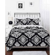 """ueen set includes: 90"""" x 94"""" comforter and two 20"""" x 26"""" shams"""