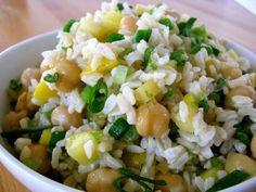 Disfruta de nuestro arroz integral, en esta deliciosa ensalada de arroz y garbanzos.