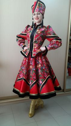 Simply Red, Italy Fashion, Couture Sewing, Russian Fashion, Folk Costume, Apparel Design, Costume Accessories, Dance Costumes, Doll Clothes