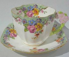 Rare Vintage Paragon Floral design Figural Flower Handle Teacup and Saucer! I Love paragon cups Antique Tea Cups, Vintage Cups, Vintage Party, Vintage China, Teapots And Cups, Teacups, China Tea Sets, Cuppa Tea, My Cup Of Tea
