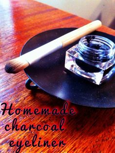 [Makeup] ---- Homemade Charcoal & Coconut Oil Eyeliner:: 1 empty container, 1 tsp melted coconut oil, 1 280 mg. capsule of activated charcoal, & a spoon for stirring. Beauty Uses Of Coconut Oil, Coconut Oil For Teeth, Coconut Oil Uses, Homemade Beauty, Diy Beauty, Homemade Things, Beauty Stuff, Beauty Ideas, Beauty Secrets