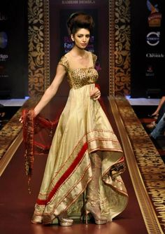 Beautiful Dress Designs For Girls. There are party dresses, casual dresses, Wedding dresses, Designer dresses ideas. Ethnic Outfits, Indian Outfits, Fashion Outfits, Style Fashion, Latest Fashion, Indian Bridal Fashion, Indian Bridal Wear, Indian Wear, Beautiful Dress Designs