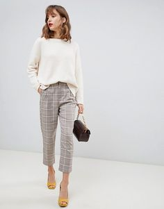 Search for women plaid pants at ASOS. Shop from over styles, including women plaid pants. Discover the latest women's and men's fashion online Plaid Pants Outfit, Trouser Outfits, Casual Skirt Outfits, Stylish Outfits, Outfit Ideas, Sweater Outfits, Outfit Work, Check Trousers Outfit, Moda Femenina