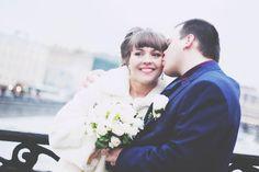 Как выбрать платье для невесты на зимнюю свадьбу?  Все здесь:  http://svadebniytamada.ru/wedding-notes/kak-vybrat-plate-dlya-nevesty-na-zimnyuyu-svadbu/