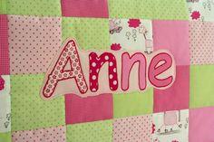 war diese Kuschel-Krabbel-Decke für die kleine Anne. Viele Stunden Arbeit stecken darin, mehr noch als ursprünglich gedacht, doch die Mühe h...