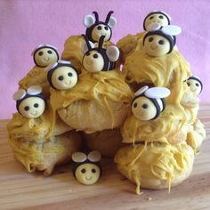 Choux pastry beehive cake – Bake and Write Fondant Bee, Black Fondant, Melting White Chocolate, Chocolate Color, Powdered Food Coloring, Sugar Dough, Sweetened Whipped Cream, Cocktail Sticks, Yellow Foods