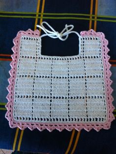 Bavaglino Crochet Baby Bibs, Love Crochet, Crochet For Kids, Crochet Toys, Baby Knitting, Knit Crochet, Tunisian Crochet, Thread Crochet, Crochet Doilies