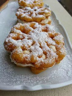 Tra i dolci tipici della Sicilia ci sono anche i baci panteschi, caratteristici di Pantelleria.