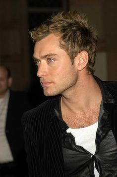 Bed head #hairstyle - a favorite look of Jude Law