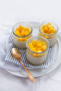http://fraise-basilic.com/panna-cotta-cremeuse-caramel-et-mangue/