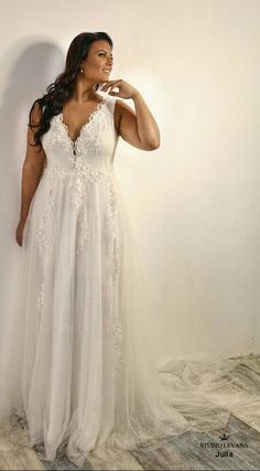 Plus size A line dress with a deep cleavage, sparkly tulle and volium flower lace. Julia. Studio Levana
