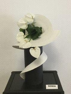 Contemporary Flower Arrangements, Creative Flower Arrangements, Tropical Floral Arrangements, Ikebana Flower Arrangement, Deco Floral, Arte Floral, Floral Design, Home Flowers, Church Flowers