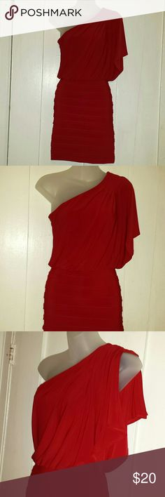 Sexy red dress ,off the shoulder Sleeve is split and bottom of dress is fitted. Great for a night out B Darlin Dresses