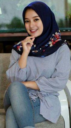 kim jong un's media content and analytics Turkish Fashion, Islamic Fashion, Muslim Fashion, Hijab Fashion, Fashion Muslimah, Casual Hijab Outfit, Hijab Chic, Beautiful Muslim Women, Beautiful Hijab