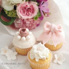 The cupcakes I made with my friends today in my lesson. One of the girls was Ayumi from @heavenly_cake who makes beautiful miniture for a doll house! Thank you so much for the beautiful flowers Midori...