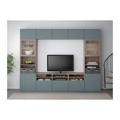 BESTÅ Tv-opbergcombi/vitrinedeuren - grijs gelazuurd walnootpatroon/Valviken grijsturkoois helder glas, laderail, druk-en-open - IKEA