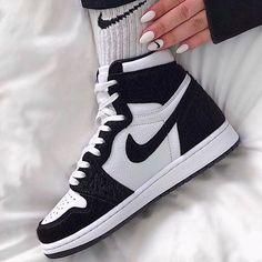 Moda Sneakers, Sneakers Mode, Cute Sneakers, Best Sneakers, Sneakers Fashion, Shoes Sneakers, Shoes Jordans, Sneaker Heels, Nike Air Jordans