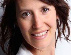 Mélanie Paquette-Martin est issue d'un parcours de recherchiste télévision. Elle est naturopathe n.d., blogueuse et rédactrice web. Elle pose un regard santé sur l'alimentation, sa vie de famille, son quartier et l'hygiène de vie en général.