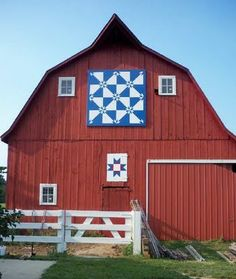 Barn quilt, or hex sign as they are sometimes called. We have these all over the place in E Tn. I just love barns!