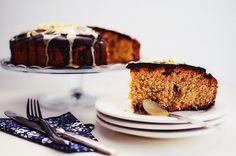 Η εβδομάδα που ξεκινά σήμερα είναι αφιερωμένη στο ταχίνι! Ένα υλικό που με δυσκόλεψε στην αρχή αλλά τώρα το λατρεύω! Ταιριάζει τόσο με τη σοκολάτα και δίνει μια ξεχωριστή γεύση όπου και να μπει! Αυ... New Recipes, Sweet Recipes, Cake Recipes, Cranberry Cake, Tahini, Vegan Desserts, Raisin, Banana Bread, French Toast