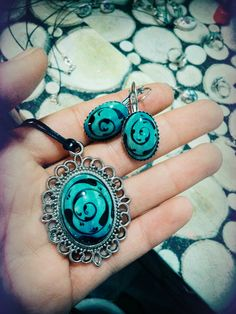 çini tasarım set Turkish Tiles, Tile Art, Jewelry Art, Turquoise Necklace, Jewerly, Polymer Clay, Pottery, Fancy, Earrings