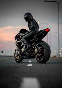 # AutoundMädchen- - Marcyi Kanrtic- # Autound Girl Source by Female Motorcycle Riders, Motorbike Girl, Motorcycle Bike, Girl Bike, Women Motorcycle, Lady Biker, Biker Girl, Bike Photoshoot, Ducati Diavel