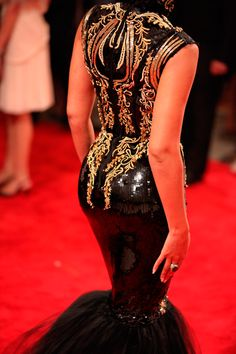 Beyonce red carpet black sequins and gold dress