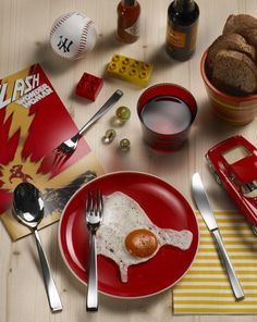 GAMMA- Attention to our Gamma rays! #Pintinox #posate #cutlery #everyday #miseenplace #Gamma #egg #lunch #toys #red #yellow #comicstrip #Flash