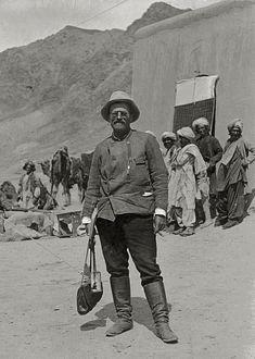 Sven Hedin 1906. Sven Anders Hedin was een Zweeds ontdekkingsreiziger die diverse reizen maakte naar Centraal-Azië en Tibet (1865-1952)