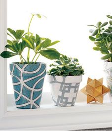 inexpensive clay pots covered in fabric: The idea is so simple and requires a few pots of various sizes, your favourite fabrics and a bottle of Mod Podge. Fun Crafts, Diy And Crafts, Mod Podge Fabric, Painted Flower Pots, Clay Pots, Plant Decor, Porch Decorating, Diy Design, Decoration