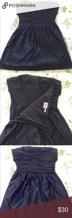 Formal black dress! This black dress is a shorter above the knee dress. It is lined, and the outside shell is made of 67% cotton and 33% silk. The inside lining is 100% silk. I wore this one time to my homecoming dance in high school. Juicy Couture Dresses Strapless