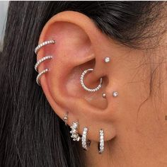 Piercing Anti Helix, Bijoux Piercing Septum, Piercing Snug, Pretty Ear Piercings, Ear Piercings Chart, Ear Peircings, Types Of Ear Piercings, Forward Helix Piercing, Piercing Tattoo