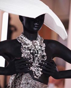 mmirandalaurenn - balmain spring couture fashion week runway show Balmain, Black Supermodels, Most Beautiful Black Women, Vogue Spain, Vogue Korea, High Fashion Photography, Lifestyle Photography, Editorial Photography, Spring Couture