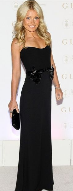 Who made Kelly Ripa's black strapless gown that she wore in New York on April 25, 2012? Dress – Gucci