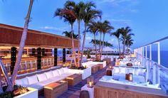 1 Hotel Pool Rooftop Lounge. Uno de los mejores bares en azotea que hemos visto. No te pierdas las vistas de Miami desde esta maravillosa terraza.