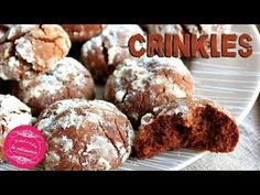 Crinkles: downy chocolate cupcakes: Once upon a time there was pastry Source by Chocolate Crinkles, Chocolate Cupcakes, Quick Recipes, Baking Recipes, Cupcake In A Cup, Cooking Chocolate, Ramadan Recipes, Crinkle Cookies, Cooking Chef