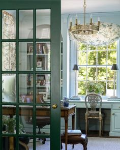 Enduring Southern Homes - Home interior Trend New Living Room, Home Living, Living Spaces, Modern Living, Living Room Decor Traditional, Traditional House, Southern Homes, Southern Living, Home Office Design