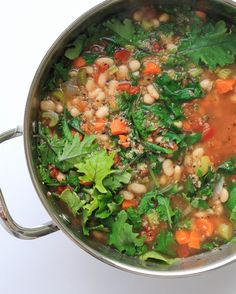 Healthy plant based Kale, Quinoa & White Bean Soup is so easy and delicious! Perfect lunch, dinner or make ahead meal. Recipe is vegan and vegetarian. Vegan Recipes Easy, Whole Food Recipes, Soup Recipes, Vegetarian Recipes, Beans Recipes, Detox Recipes, Chili Recipes, Family Recipes, Dinner Recipes