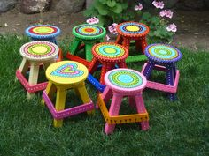 BANCOS REALIZADOS Y PINTADOS A MANO Hand Painted Chairs, Whimsical Painted Furniture, Painted Benches, Painted Stools, Wooden Stools, Hand Painted Furniture, Funky Furniture, Paint Furniture, Repurposed Furniture