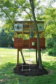Inspiration: Treehouse Made from Salvaged Materials