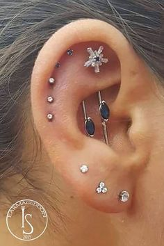 61 ideas for piercing industrial vertical ear cups - ink // pi . - celebration - 61 ideas for piercing industrial vertical ear cups - ink // pi . Ear Peircings, Cute Ear Piercings, Multiple Ear Piercings, Body Piercings, Cartilage Piercings, Daith, Unique Ear Piercings, Piercing Implant, Innenohr Piercing