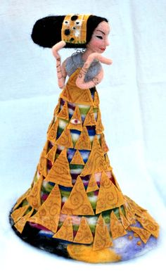 """Inspired to """"th wait"""" of Klimt. Carded wool worked with needle e wet felting with paint gold. 40 cm"""