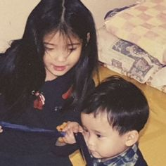 IU is an A-class celebrity and Korea's adorable little sister all rolled into one. Baby Pictures, Pretty Pictures, Baby Photos, Family Photos, Korean Celebrities, Celebs, Straight Black Hair, Royal Photography, Face Profile