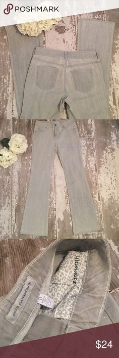 💎 Chico's SZ 0 Platinum Denim Gray Bling Jeans💎 Preloved~Minimally worn. Very minor discoloration near one of back pockets. Priced accordingly. Can be seen in 1st photo💎 Beautiful embellished light gray jeans. Bootcut Size 0 Regular/Chicos Platinum Denim/Ultimate Fit. Stretchy! Bundle & Save More!💙 (B) Chico's Jeans Boot Cut