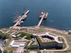 (Fort Trumbull State Park, New London, Connecticut). In 1775, Governor Jonathan Trumbull recommended the building of a fortification at the port of New London to protect the seat of the government of Connecticut.  Built on a rocky point of land near the mouth of the Thames River on Long Island Sound, the fort was completed in 1777.  In 1781, the fort was attacked and captured by British forces under the command of Benedict Arnold.