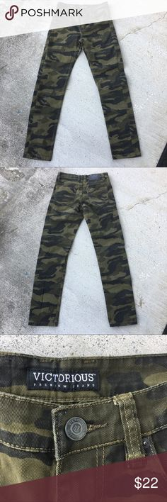 Camo Skinnies Sz 28 Camo Skinny Jeans Size 28 x 30 with Stretch  Color Olive Green & Black  #camouflage #camos #camo #army #military #jeans #skinnyjeans #skinnies #posh Victorious Jeans Skinny