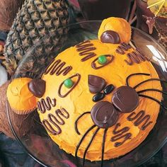 Tiger Cake Kids will roar with delight for this birthday cake that looks like a tiger. Fancy Cakes, Cute Cakes, Lemon Velvet Cake, Safari Party, Jungle Party, Jungle Theme, Tiger Cake, First Birthday Cakes, 5th Birthday