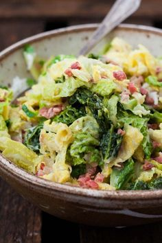 Wirsing mit Speck und Sahne – Alles was du brauchst ist Wirsing, Zwiebel, Speck,… Savoy cabbage with bacon and cream Corn Beef And Cabbage, Cabbage Recipes, Pork Chop Recipes, Healthy Crockpot Recipes, Pork Chops And Potatoes, Fall Recipes, Drink Recipes, Vegetable Recipes, Italian Recipes